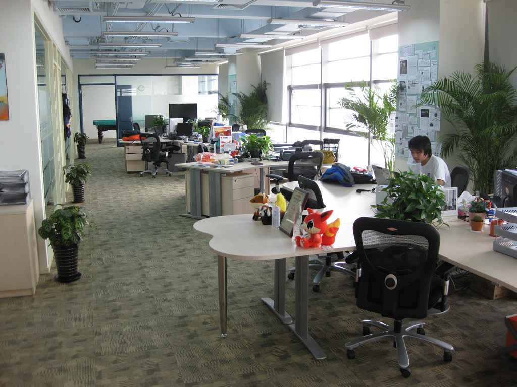 5 tips for office courtesy in open workspaces for Office design open concept