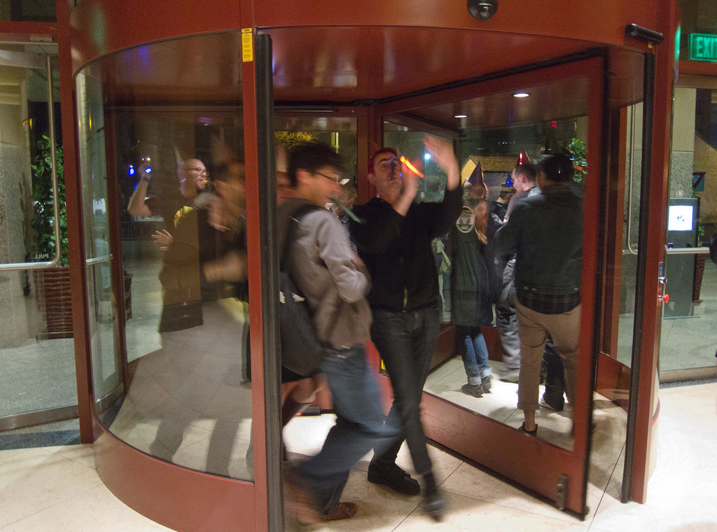 revolving doors & Lawsuit sheds light on dangers of revolving doors - pezcame.com